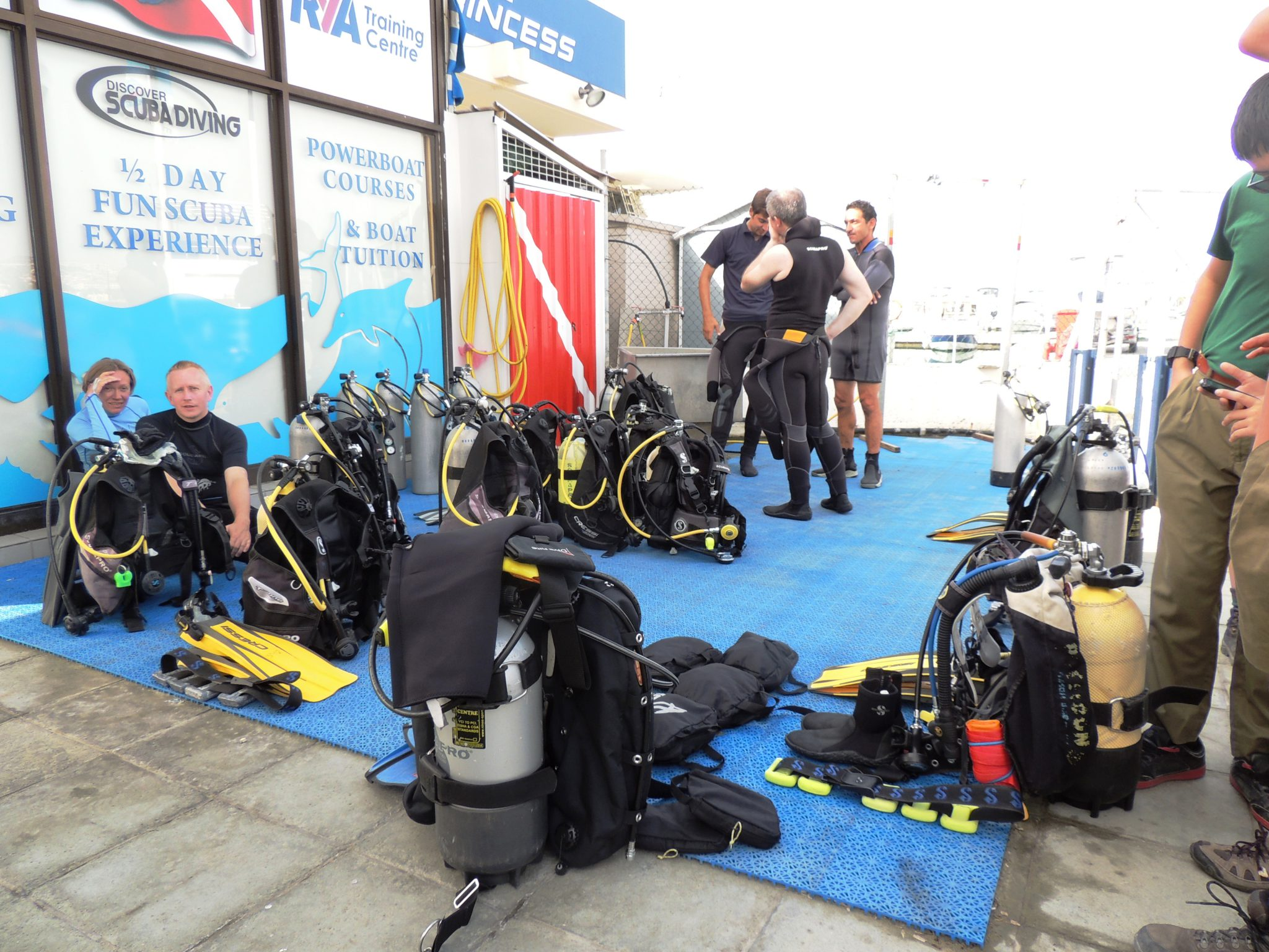 Busy divers, equipment, fins, PADI Go Pro