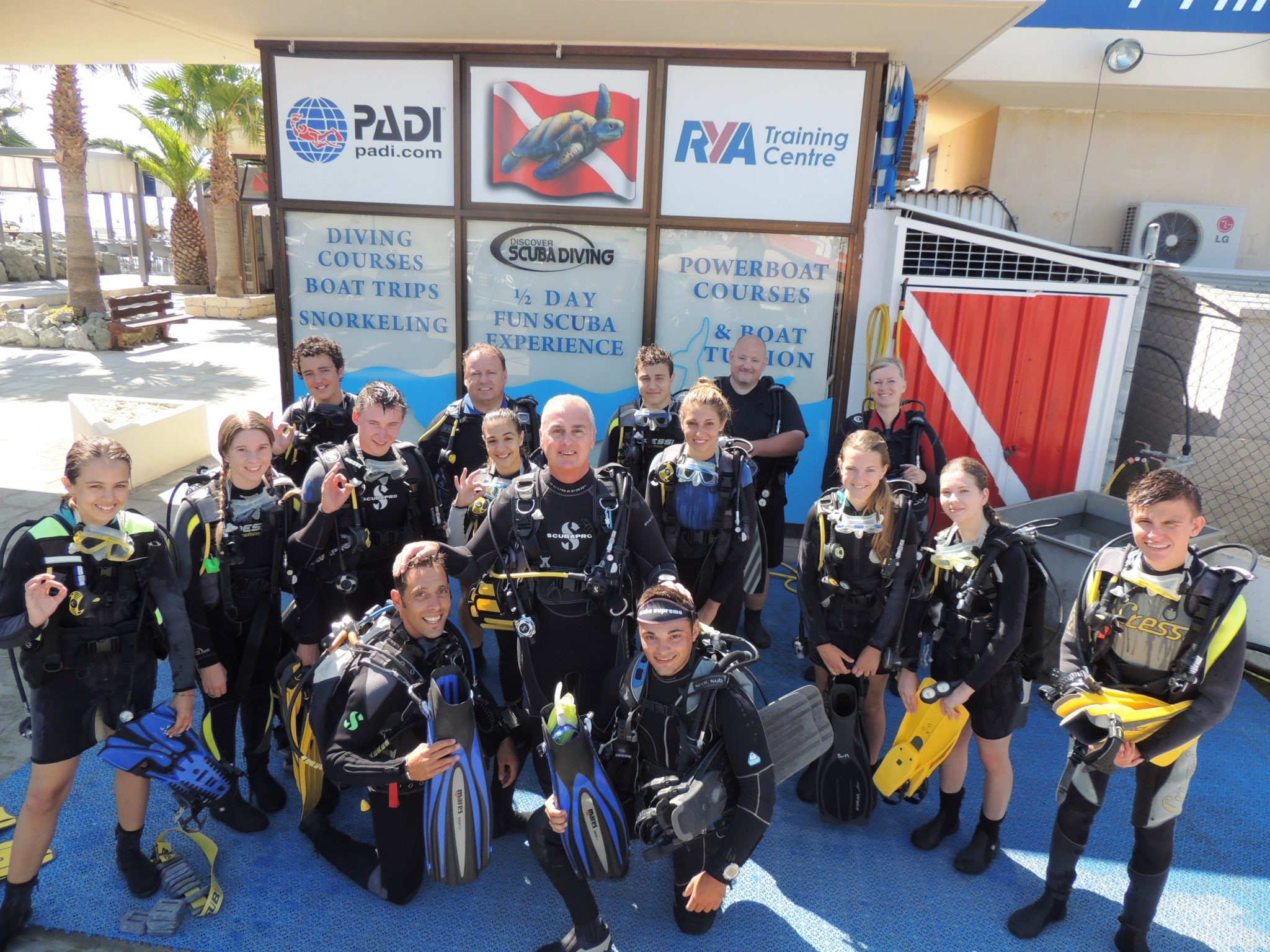 Diving group, ready to dive, ok, diving
